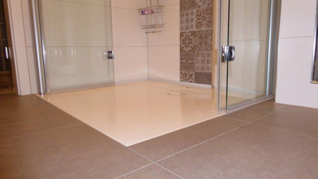Sehr Exakt bodengleiche Dusche, Regendusche, Vintage-Fliesen und tollem KF63