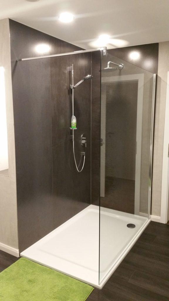 Sehr schönes Bad in Schmalnau mit freistehender Badewanne und ...