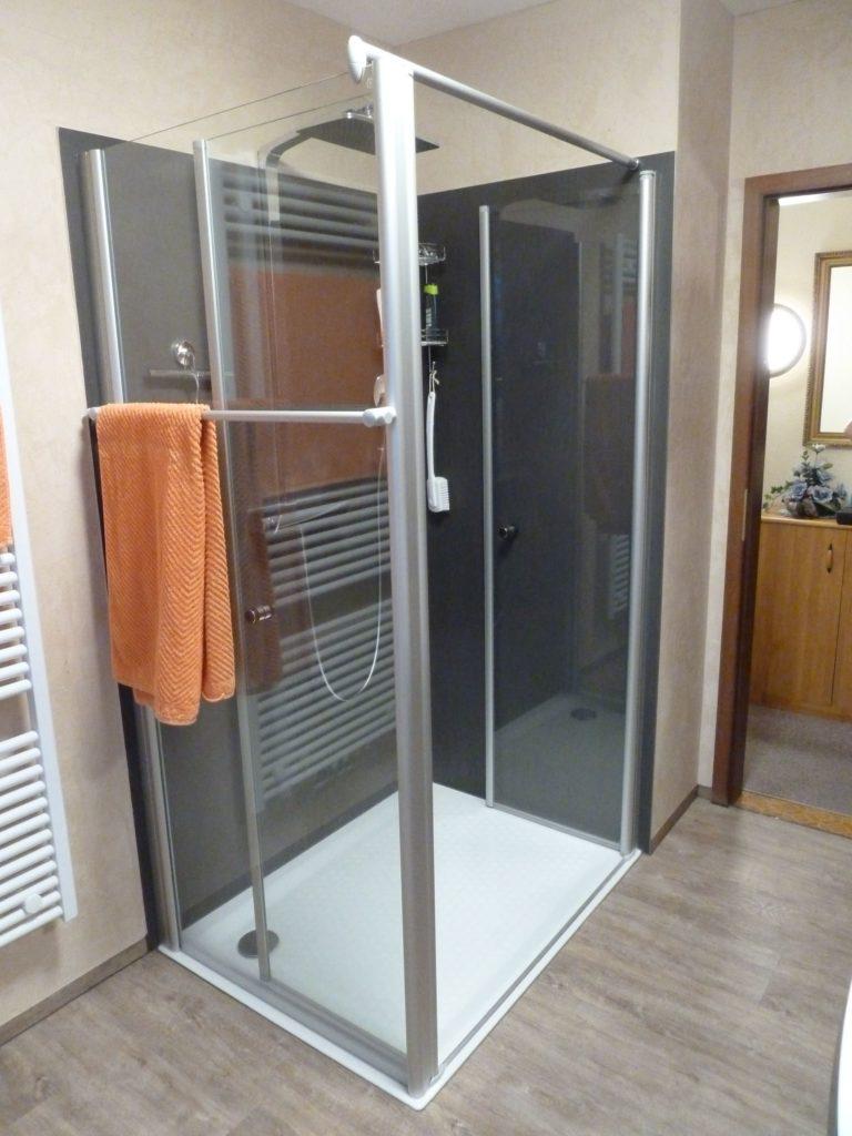 Sehr Feine Badsanierung Mit Flacher Dusche Regendsuche Antikputz
