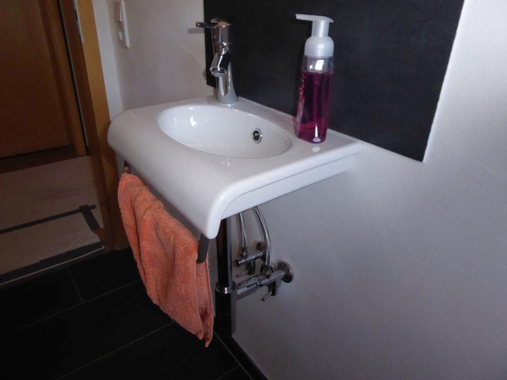 Erstklassiges und modernes Bad mit Fußbodenheizung in ...