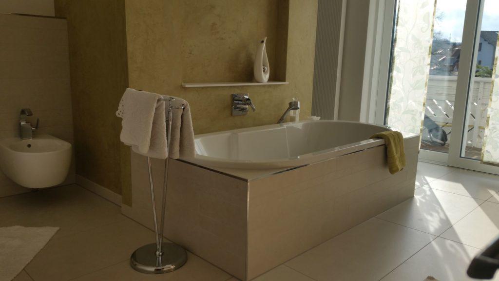 Zwei Design-Waschbecken mit begehbarer Dusche in Fulda | WILL Bad ...